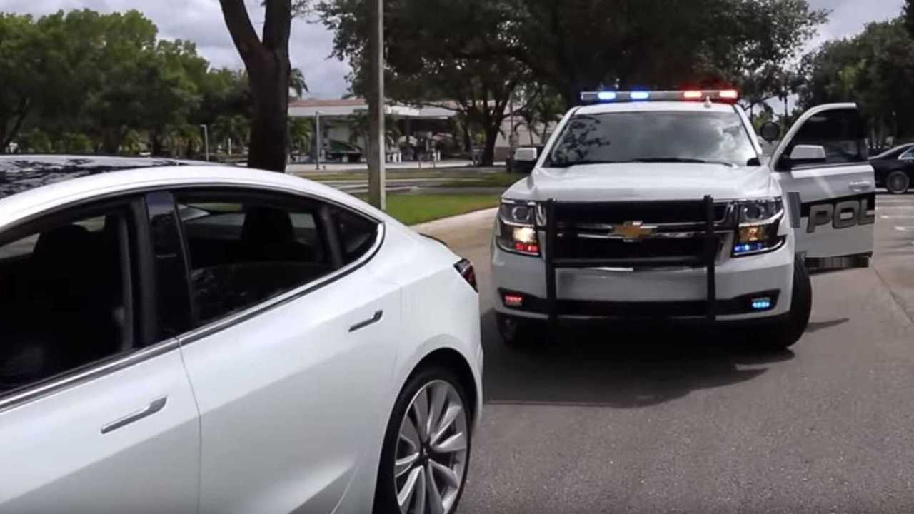 13 - Driverless Tesla Model 3 Pulled Over By Police For Failure To Stop