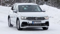 2021 VW Tiguan R spy photos