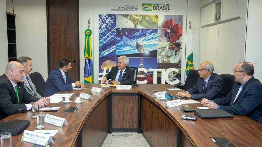 Governo brasileiro negocia com a Tesla para ter fábrica no Brasil
