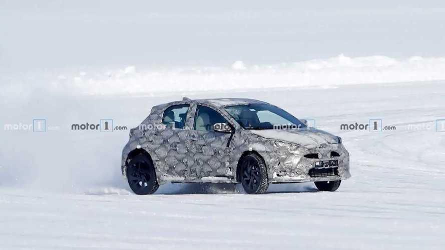 Il crossover su base Toyota Yaris fotografato sulla neve