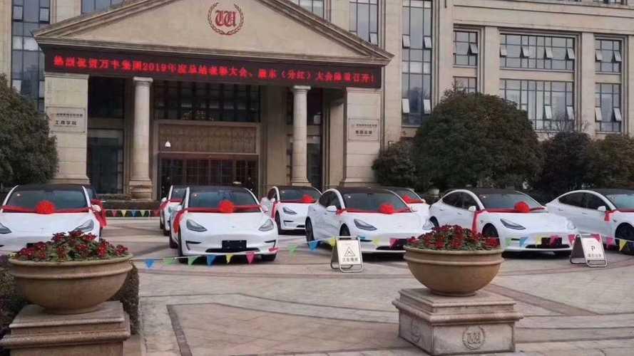 Mercato auto Cina: il crollo rallenta, Tesla cambia strategia (e vola)