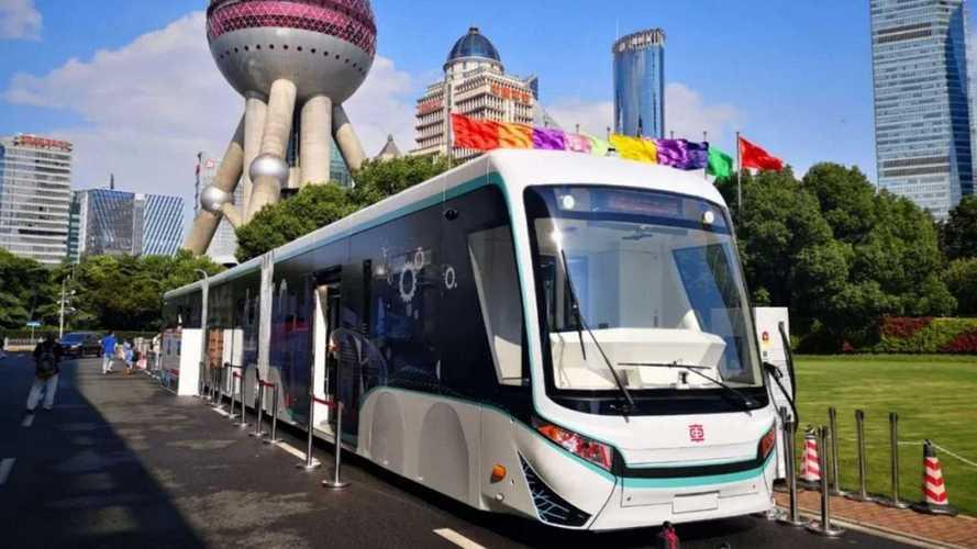Xangai inicia teste do 1° BRT elétrico autônomo com 'pista digital' do mundo