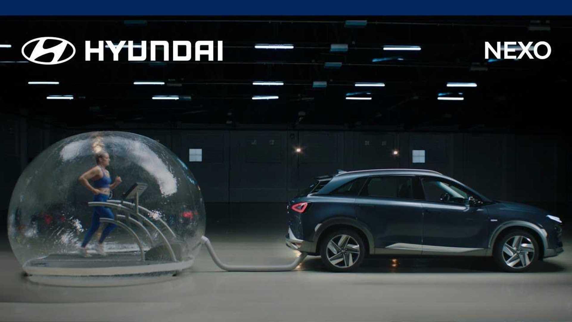 Une athlète s'entraîne en respirant les rejets du Hyundai Nexo