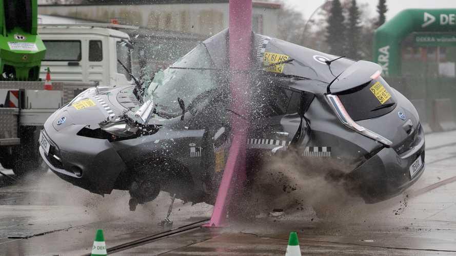 Auto elettriche, i crash test ad alta velocità confermano la sicurezza