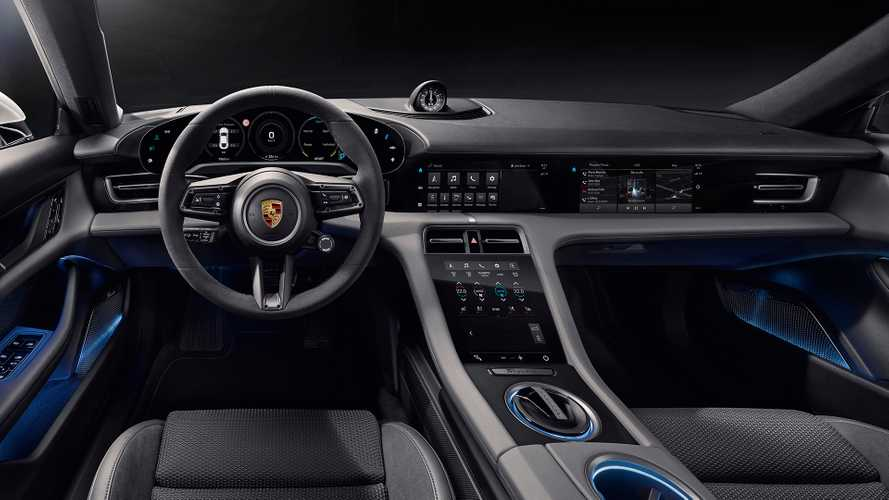 Porsche Taycan mostra interior com cinco telas e assistente virtual