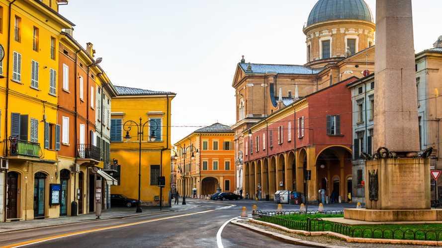 Auto elettriche a Reggio Emilia, ZTL, strisce blu e altre agevolazioni