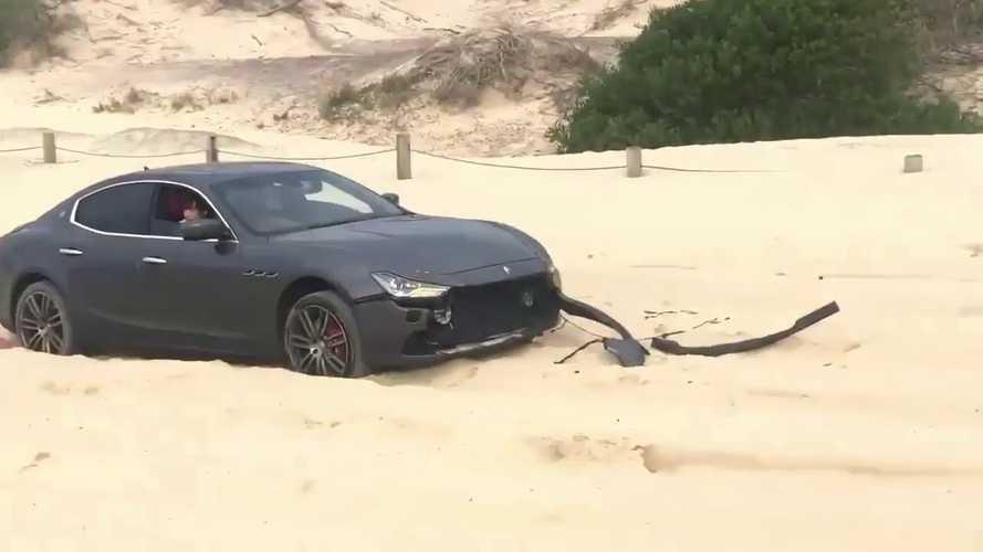 Köszönjük, ilyen segítséget inkább nem kérünk - egy pillanat alatt repült a Maserati lökhárítója