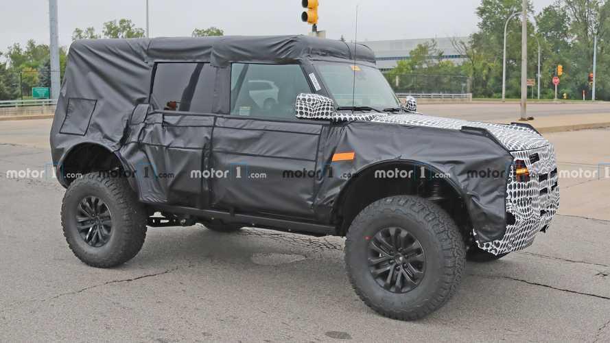 Ford Bronco Raptor yükseltilmiş süspansiyonuyla testte