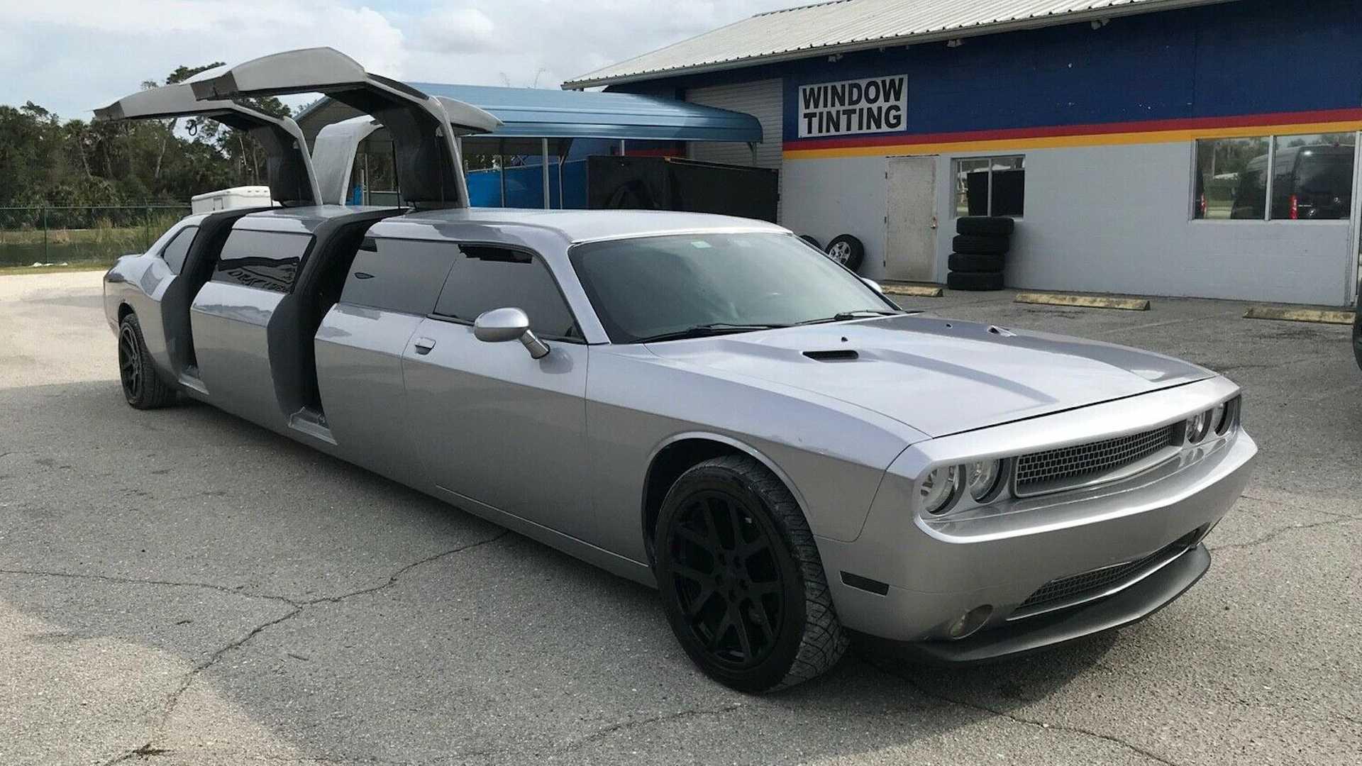 Лимузин Dodge Challenger с дверьми типа «крыло чайки» выставлен на продажу за 32 500 долларов