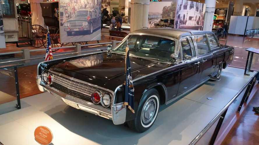 Lincoln Continental yang Dipakai Presiden Kennedy saat Terbunuh
