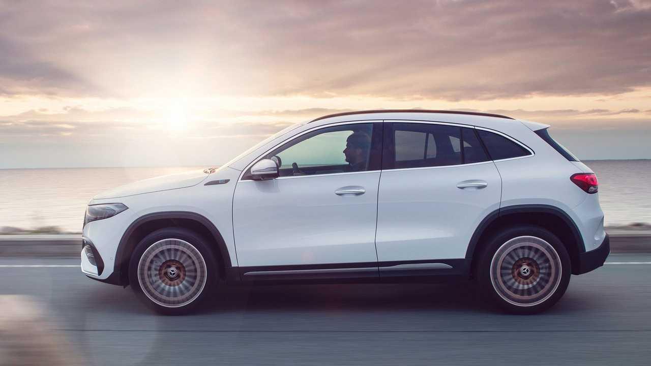 Mercedes-Benz EQA - lateral movimento