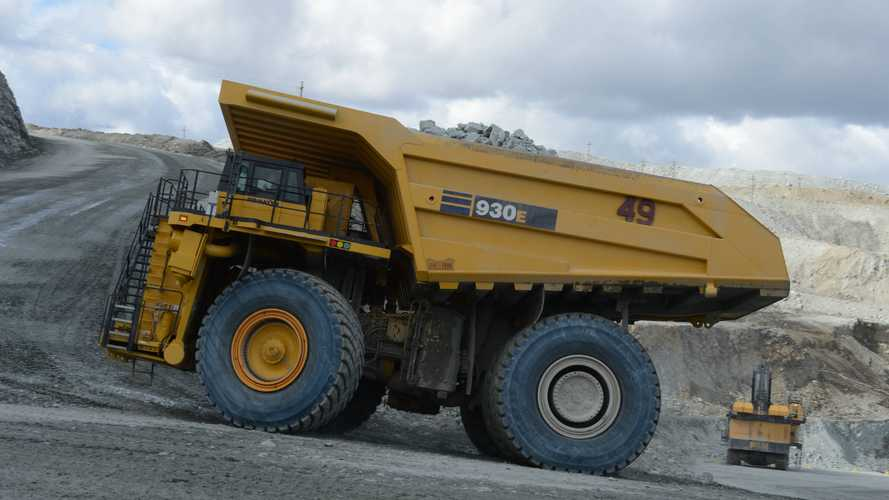 Este neumático gigante, obra de Goodyear, pesa 'apenas' 5.400 kilos