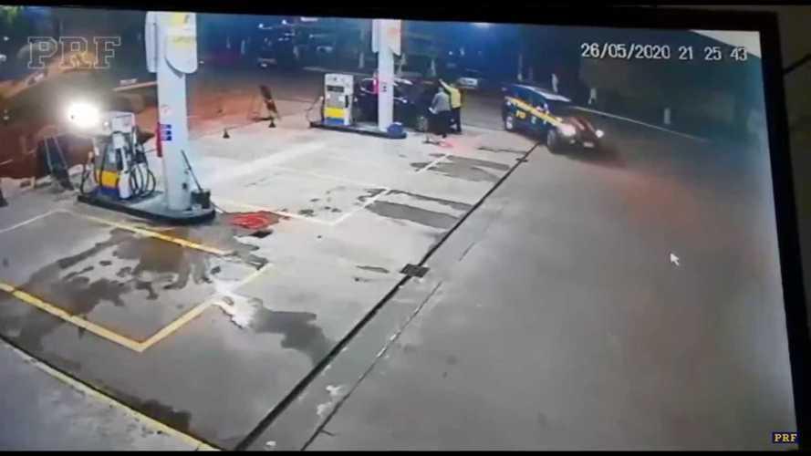 Ladrões são presos em SC após roubar carro elétrico e tentar colocar gasolina