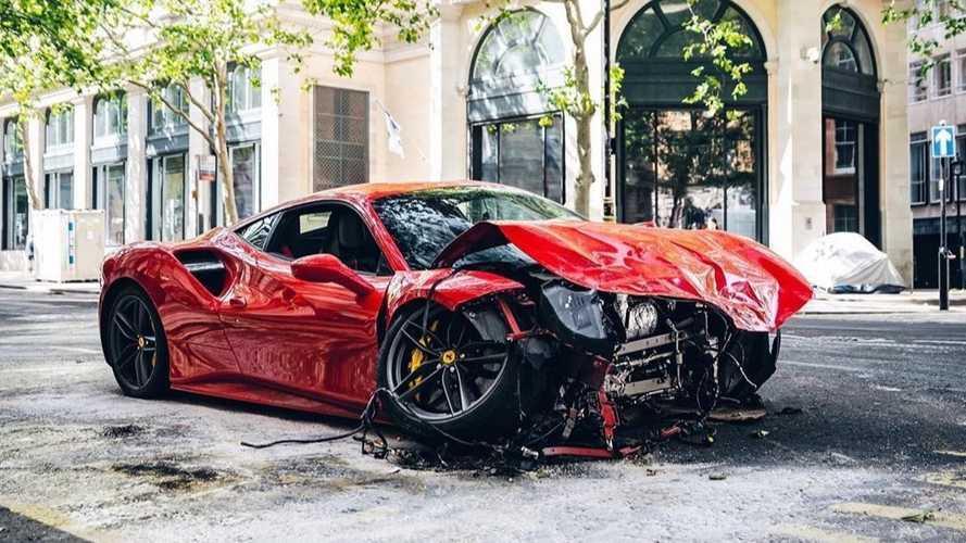 Tegnap óta egy Ferrarival kevesebb van Londonban (videó)