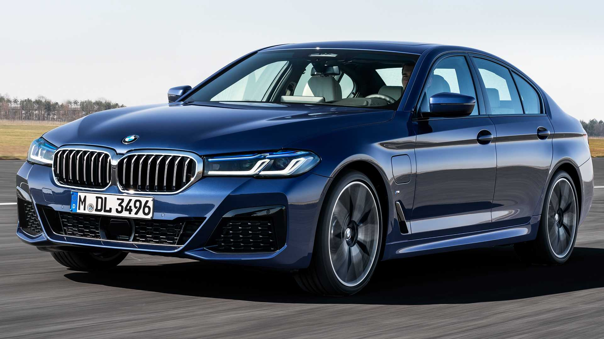 2021 BMW 5 Series Packs Refreshed Design, New Electrified Powertrains