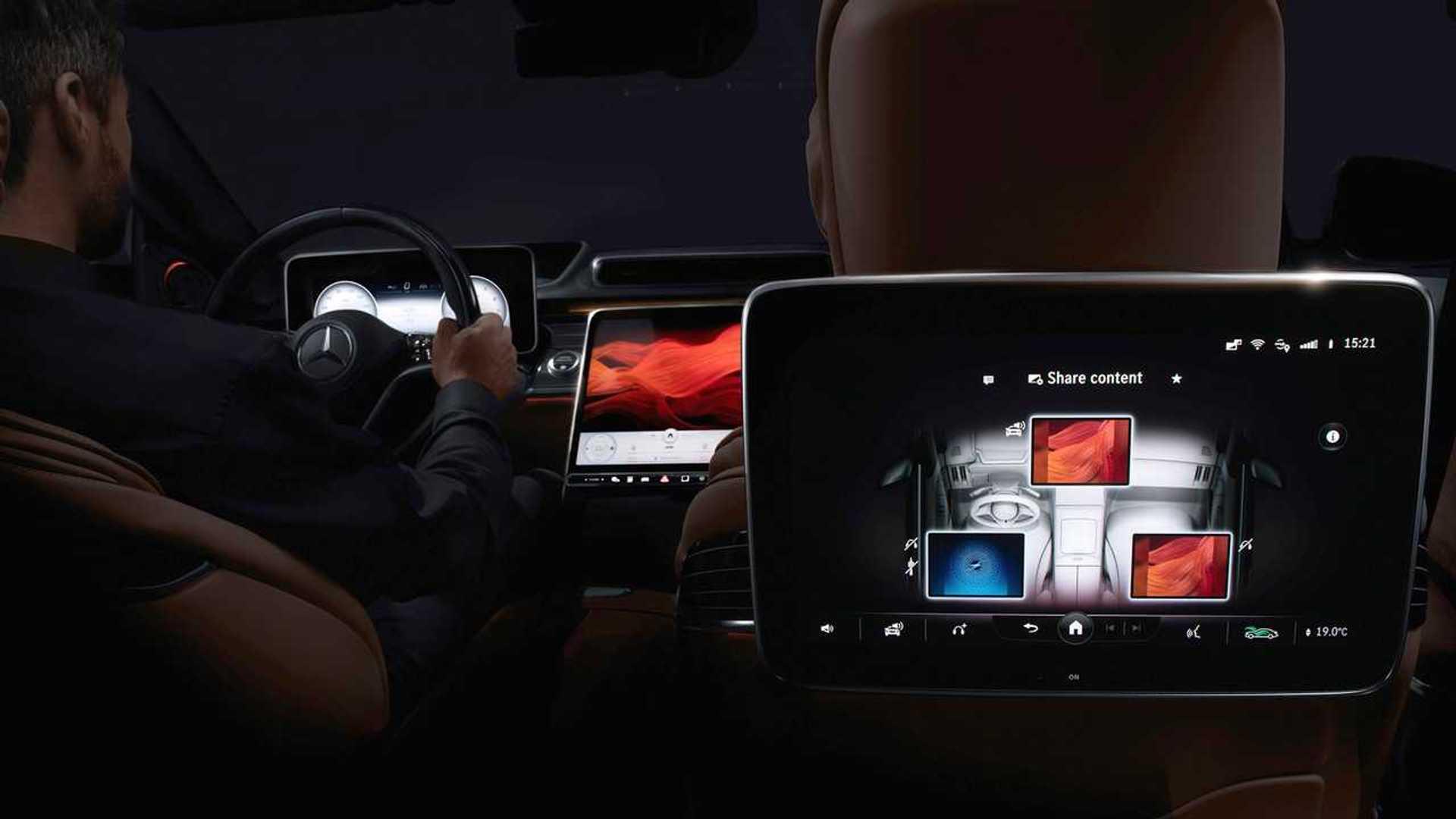 Новый Mercedes-Benz S-класса: до пяти экранов, 3D и поболтать