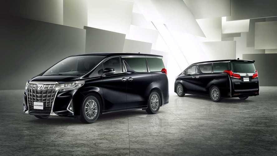 Toyota отзовет 79 «Альфардов» из-за незаконных сообщений на дисплее