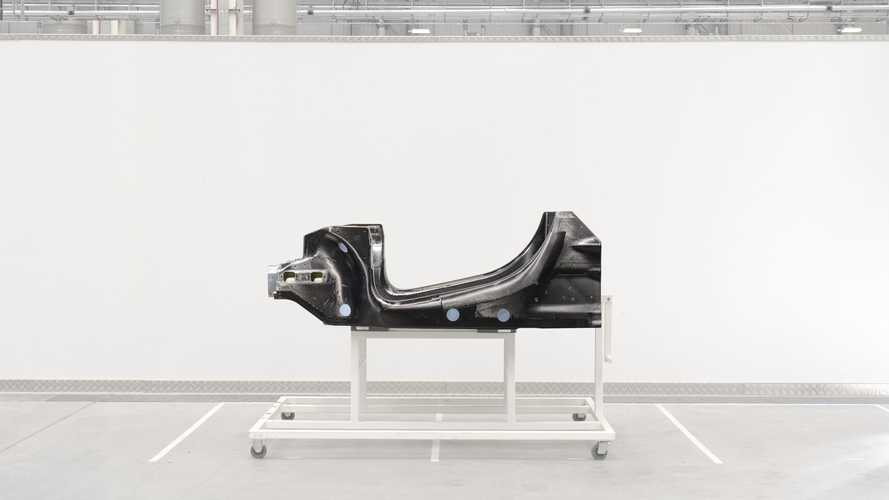 Новый McLaren сможет проехать 32 км на электричестве