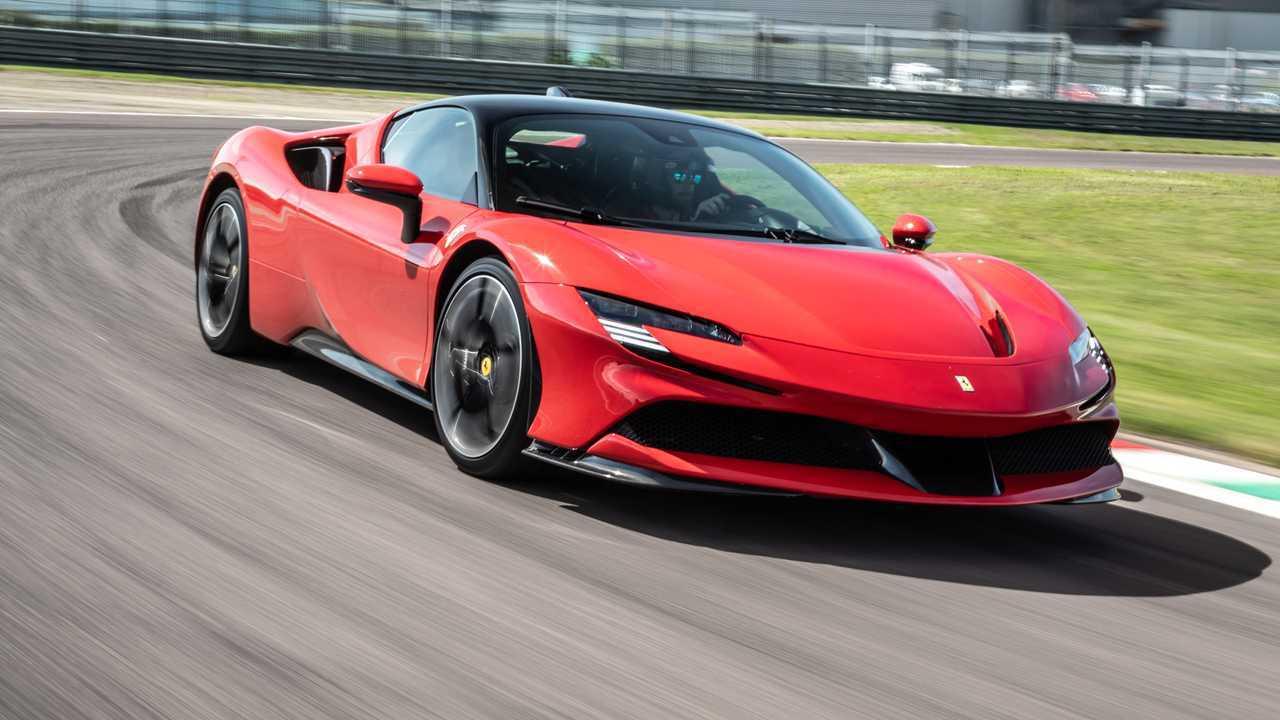 Ferrari SF90 Stradale, le test
