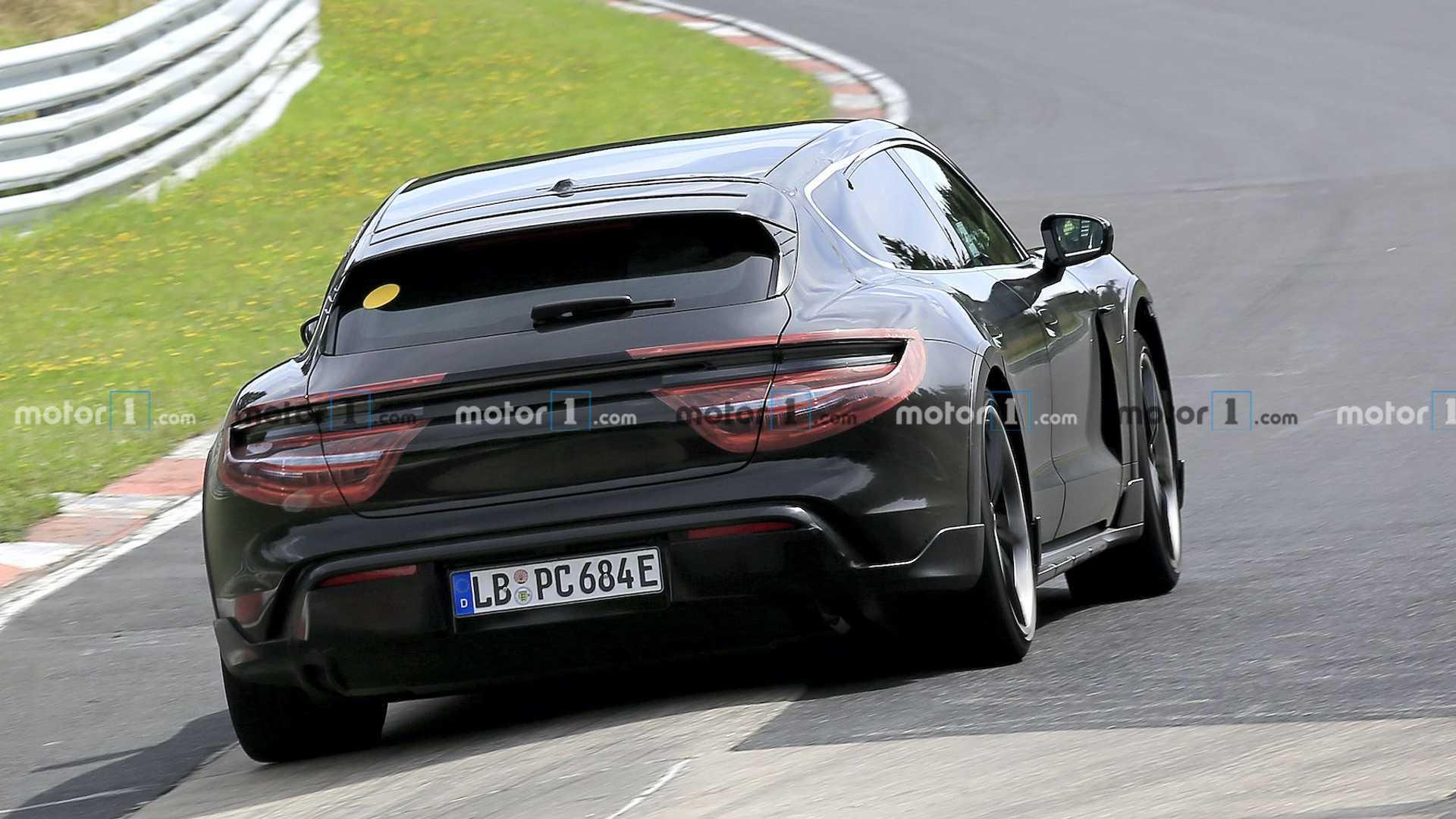 2020 - [Porsche] Taycan Sport Turismo - Page 2 Porsche-taycan-cross-turismo-spied-at-nurburgring-rear
