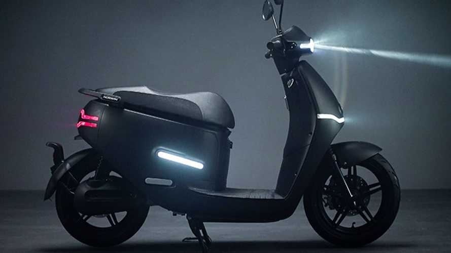 The Horwin EK3 Electric Scooter Is A Techie Urban Runabout