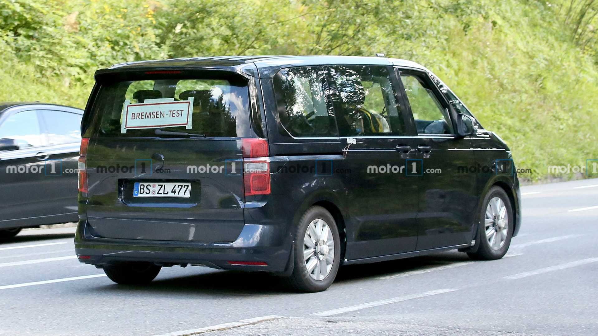 2021 - [Volkswagen] Transporter [T7] - Page 3 Vw-transporter-t7-new-spy-photo-side-view