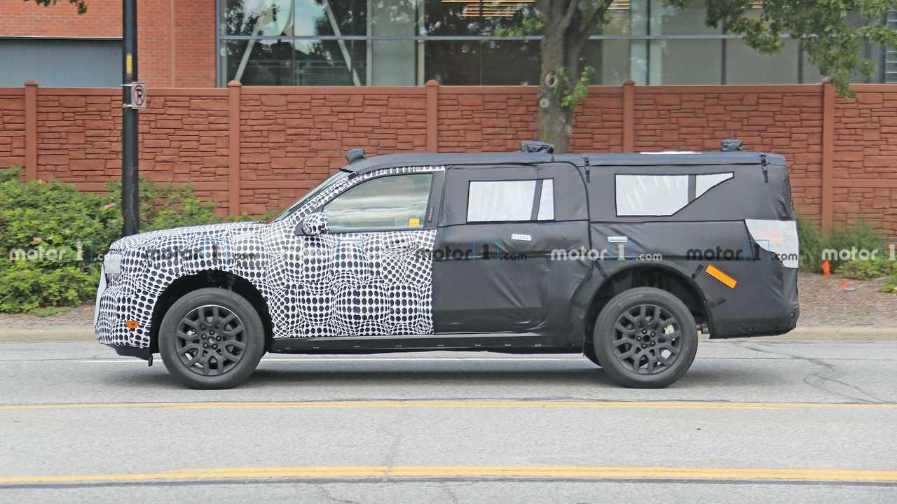 Ford тестирует в Дирборне неизвестный внедорожник. Профиль