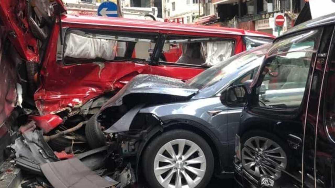 Tesla baleset Hong Kong