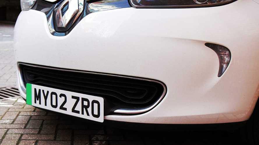 Una targa verde solo per le auto elettriche: il Regno Unito ha deciso