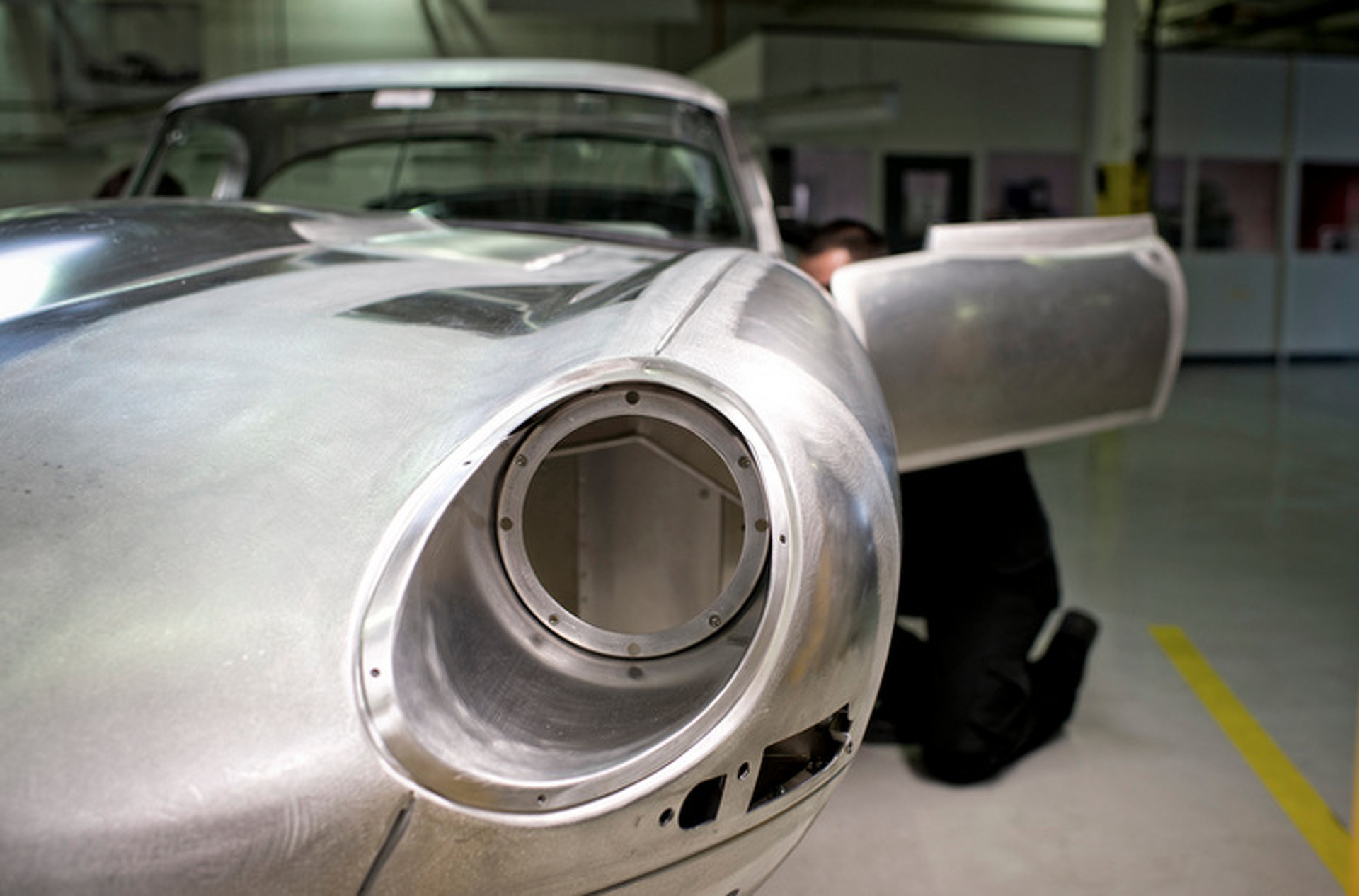"Jaguar is Building Six ""Missing"" E-Type Lightweights"