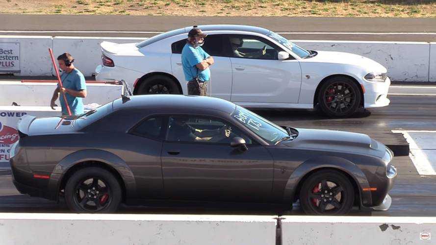 Dodge Demon'un modifiyeli bir Charger Hellcat ile yarışını izleyin