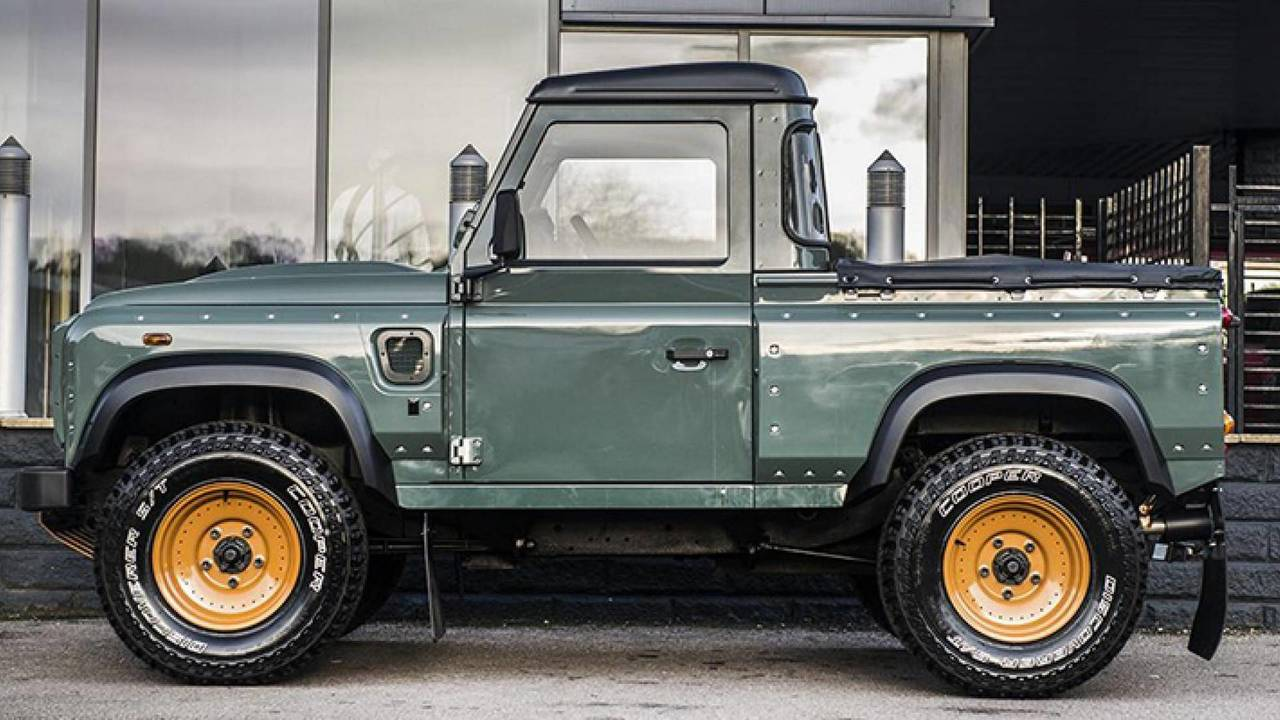 Land Rover Defender Pickup by Kahn Design