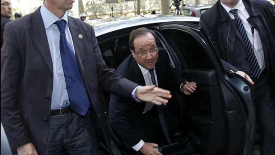 Francois Hollande all'Eliseo sulla Citroen DS5