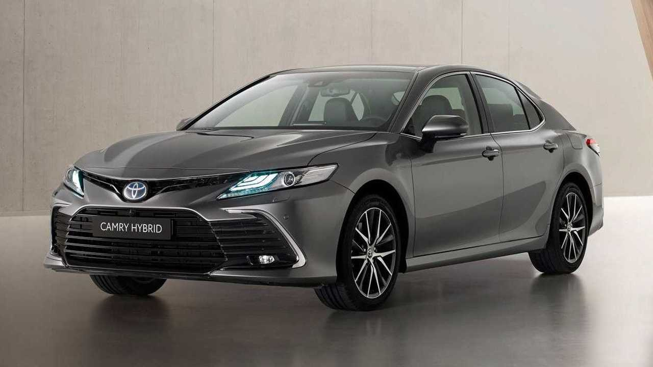 Toyota Camry facelift for Europe exterior