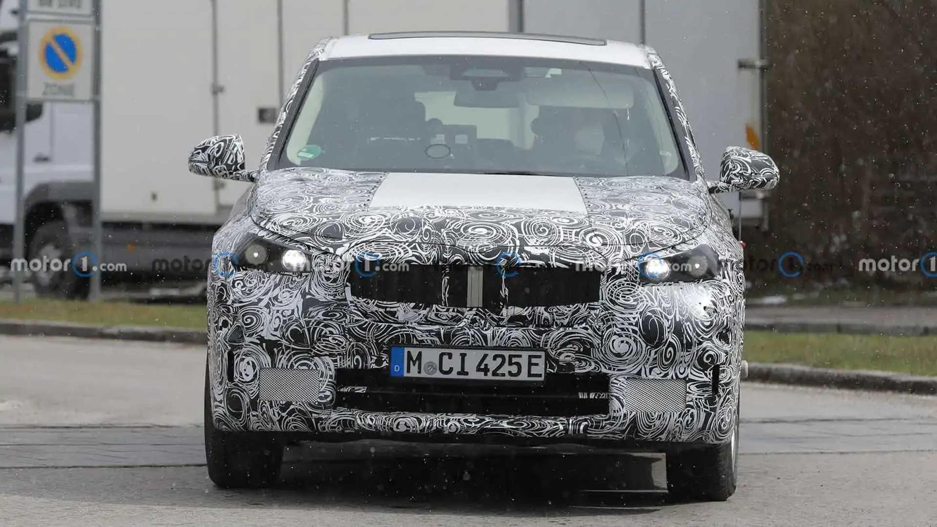 BMW iX1 new spy photo (front)