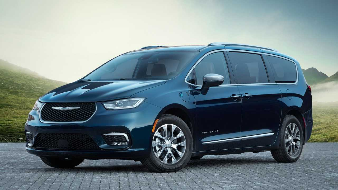 chrysler pacifica front low angle