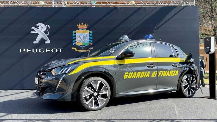 Les douaniers italiens reçoivent leur Peugeot e-208