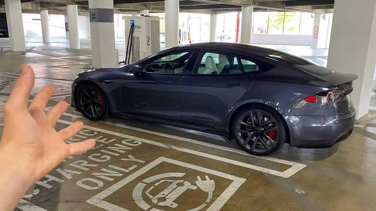Il video dell'avvistamento della Model S Plaid