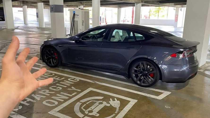 Beccata! Primo avvistamento della nuova Tesla Model S Plaid