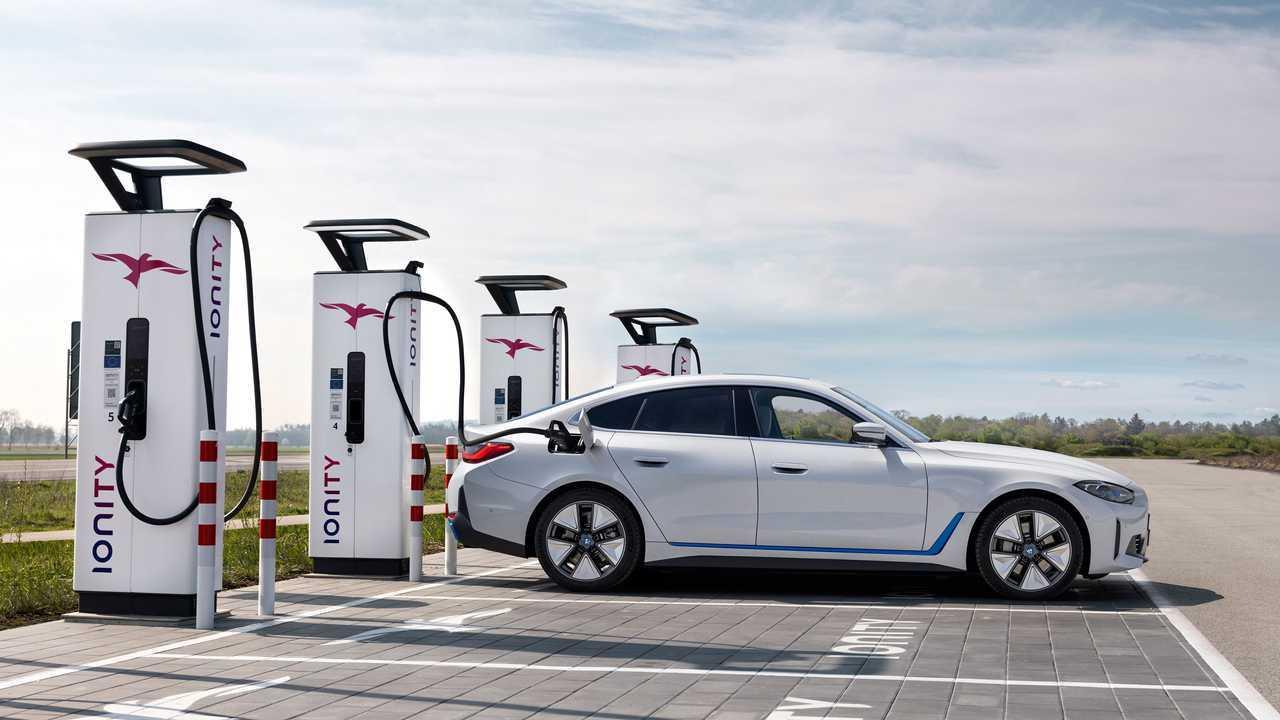 Pengisian daya BMW i4 2022
