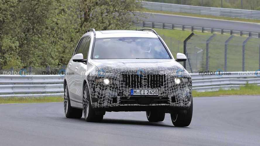 Обновленный BMW X7 засекли на Нюрбургринге