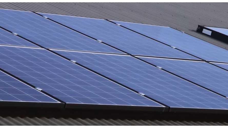 Tesla улучшила солнечные панели и снизила их цену
