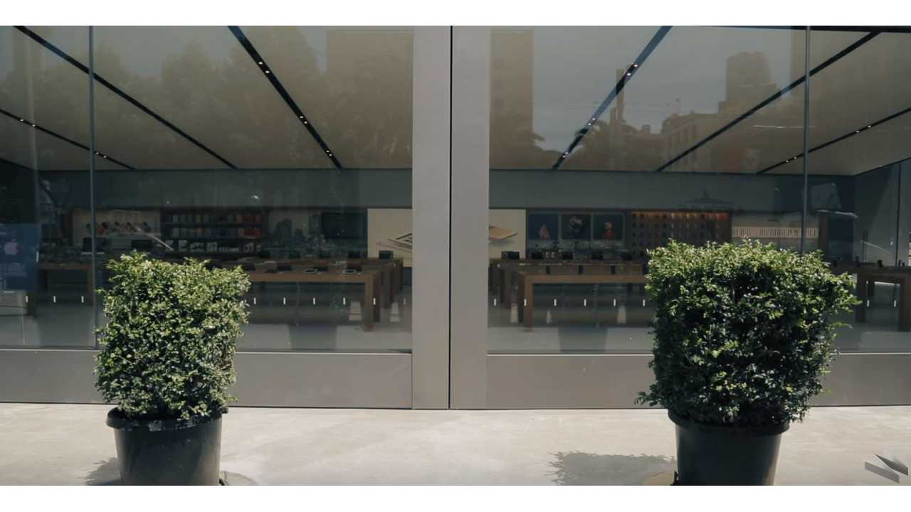 Apple's New Stores Have Vehicle Size Sliding Doors