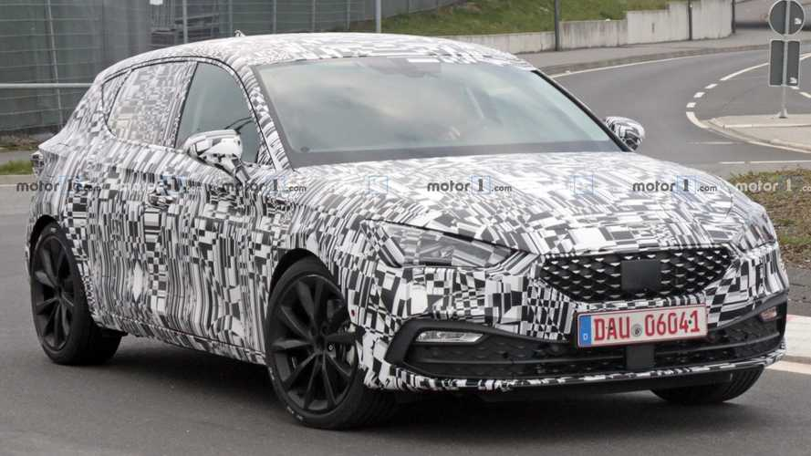 2020 SEAT Leon caught with less camo near the Nurburgring