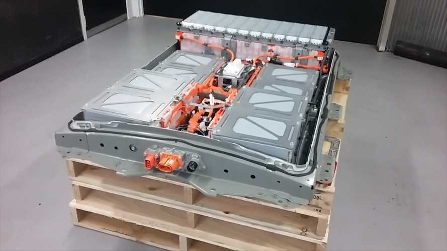 Let's Take A Look Inside The Nissan LEAF 40-kWh Battery