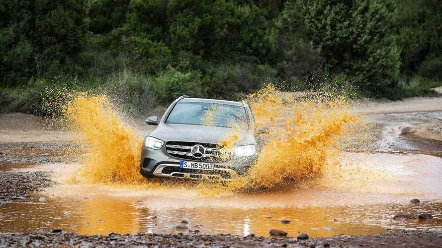 Minimális rácfelvarrásról és technológiai újításokról szól a frissített Mercedes GLC