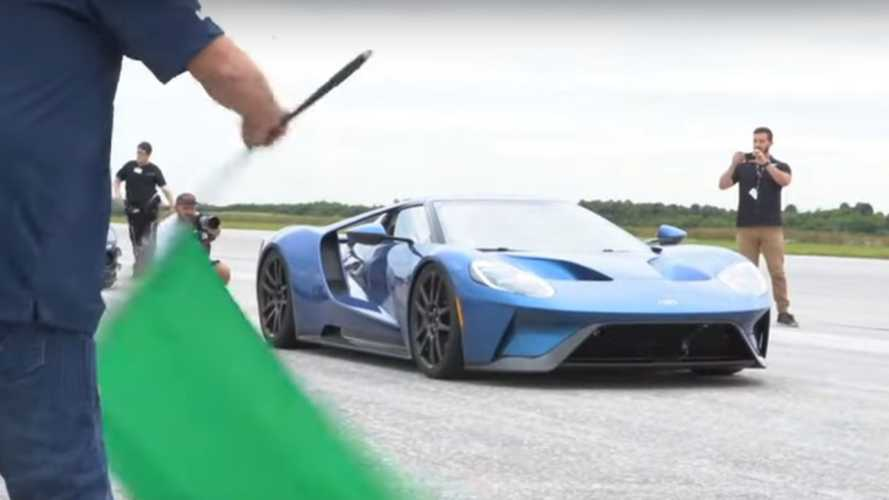 Ford GT attempts top speed run on 2.7 mile track