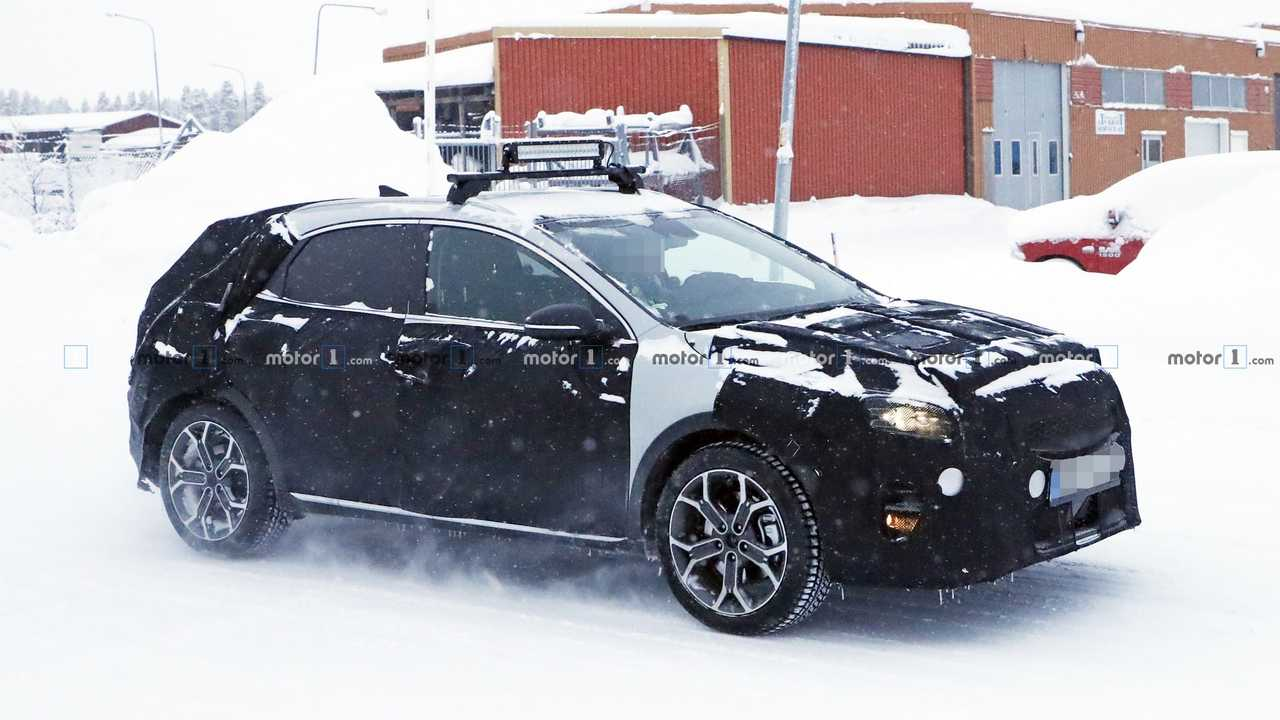 2019 Kia XCeed spy photo
