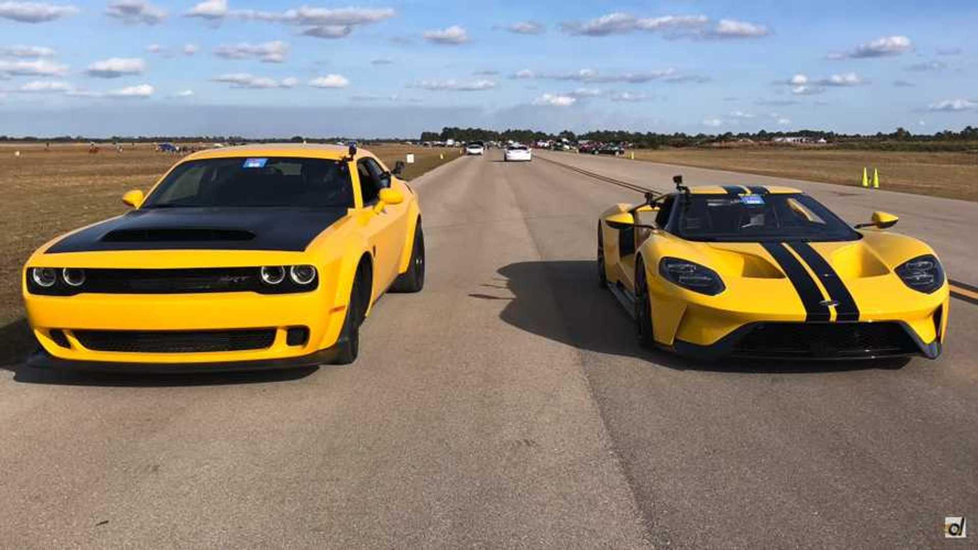 Ford Vs Dodge >> Dodge Demon Battles Ford Gt In Epic Half Mile Drag Race