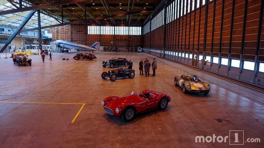 PHOTOS - Les plus belles voitures de la vente Rétromobile réunies dans un hangar